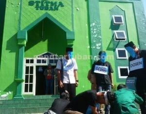 TUNTUT TRANSPARANSI : Aksi Mahasiswa STITMA Tuban dengan teaterikal