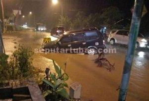 ASAL KERJA : Inilah kondisi mobil yang menjadi korban pengerjaan proyek asal-asalan