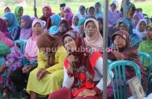 AKTIF : Masyarakat saat menyampaikan aspirasinya dalam Reses