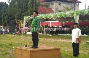 HSN HIKMAT : Bupati Tuban, Fathul Huda saat menjadi inspektur upacara dalam peringatan HSN di Kecamatan Rengel