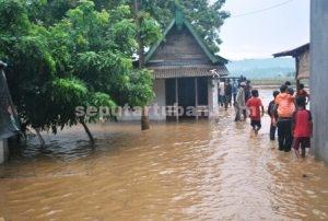 TERENDAM : Kondisi banjir bandang di Desa Gaji Kecamatan Kerek