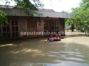 SUDAH TERBIASA : Kondisi rumah warga yang direndam banjir