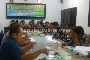 KEMANDIRIAN DESA : Pembahasan peralihan status Badan Kredit Desa menjadi BUMDes