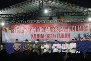 SEMANGAT NKRI : Suasana Istighosah dan Doa Bersama Kebangsaan di halaman depan Makodim 0811 Tuban