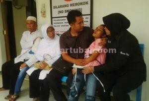 HISTERIS : Adik korban menangis hingga pingsan setelah mengetahui langsung jasad kakaknya