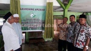 DIRESMIKAN : Sekda Kab. Tuban, Budi Wiyana (batik coklat) saat launching program Si e Mas