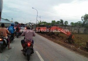 SEGERA SELESAIKAN : Proses pelaksanaan proyek pelebaran jalan Tuban - Merakurak