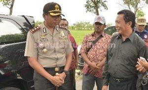KOMPAK : Bupati Tuban, Fathul Huda dan Kapolres Tuban, Fadly Samad di lokasi banjir