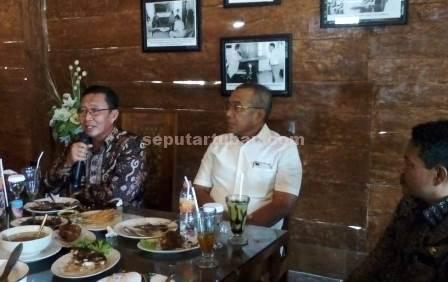 Bupati Tbuban Jagong Bareng Wartawan