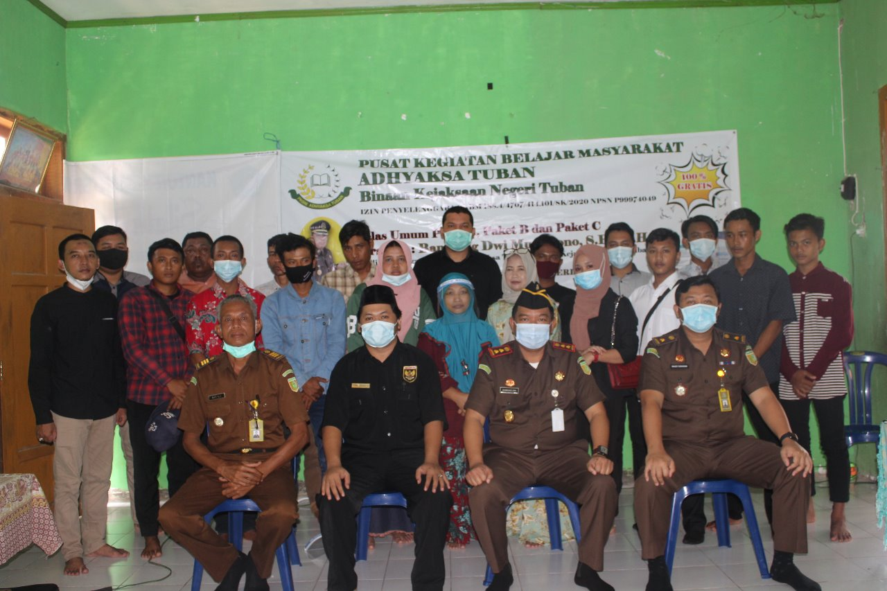 Foto bersama siswa kejar paket di wilayah Kec. Montong