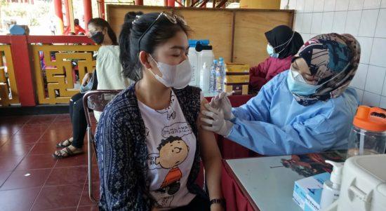 Vaksinasi di Klentheng