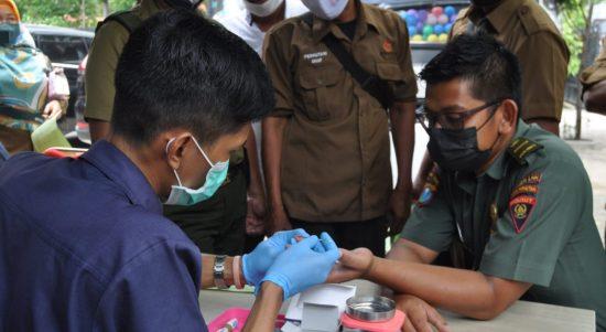 Karyawan Perhutani KPH Parengan saat donor darah